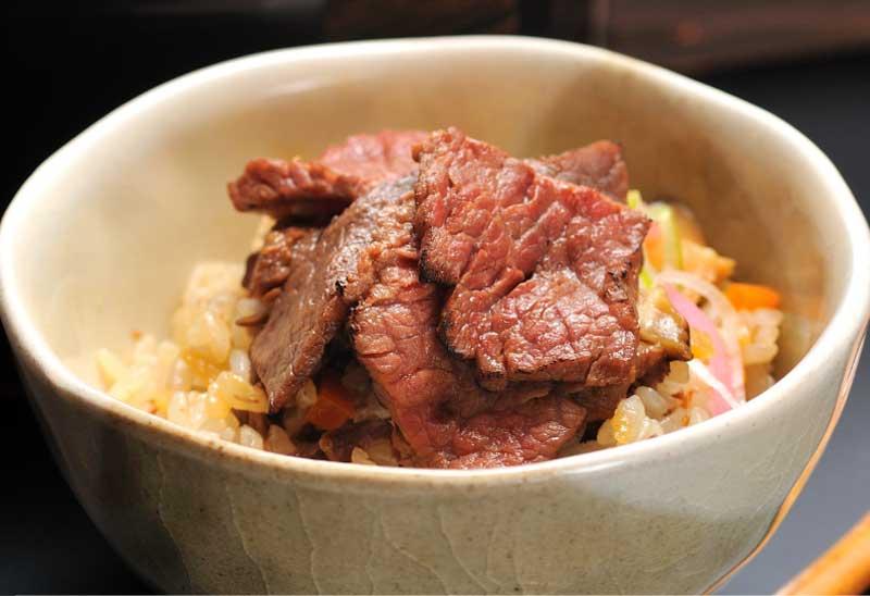 炙り牛飯をそのままで