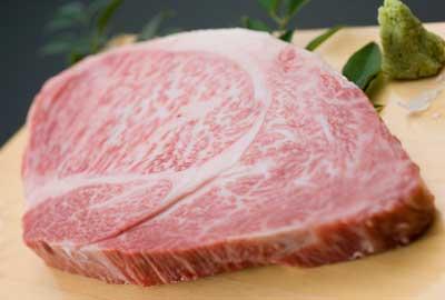 贅沢なカットで堪能ステーキ